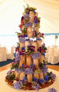 pp22-23 Posh Cakes SandcastleWeddingCake